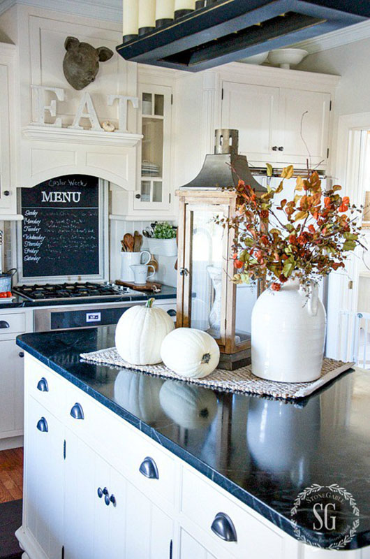 Room by room fall decor kitchen dining room sense for Kitchen dinette decorating ideas